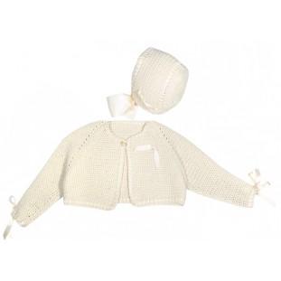 Chaqueta y capota beige hechas a mano para bebé