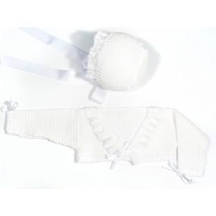 Chaqueta y capota en perlé blanco y puntilla para bebé