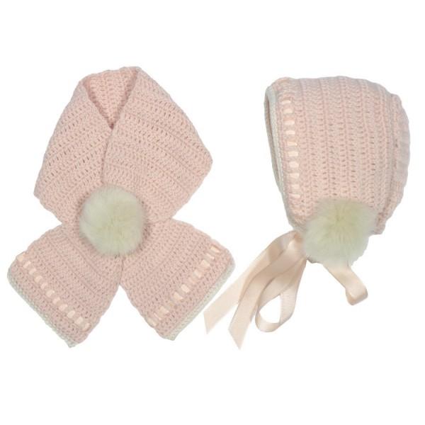 Capota y cuello rosa empolvado con pompón de pelo