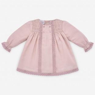 Vestido con capota en plumeti rosa de Paz Rodriguez